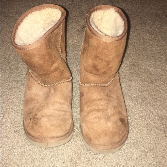 3ab442078ce Used kids tan Ugg boots